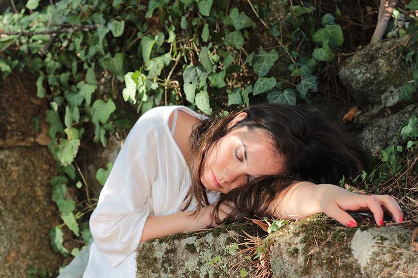 gata jardín patricia dormida