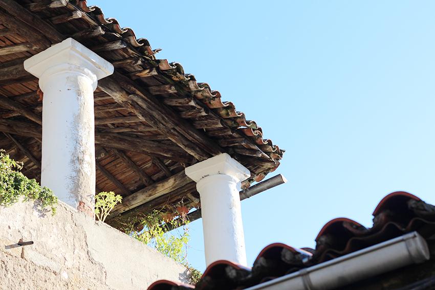 hoyos balcon columnas
