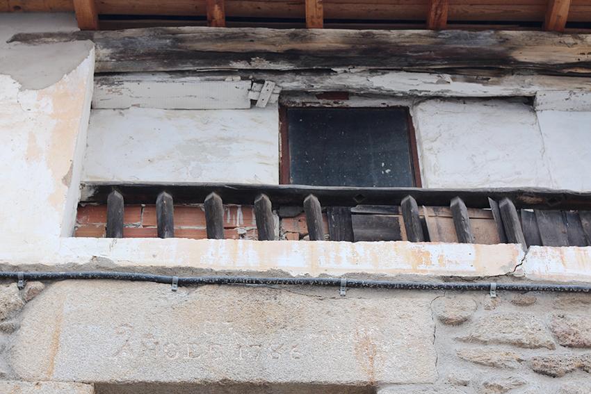 hoyos balcon tapiado