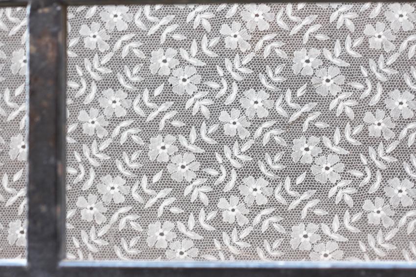 hoyos cortina blanca camilla