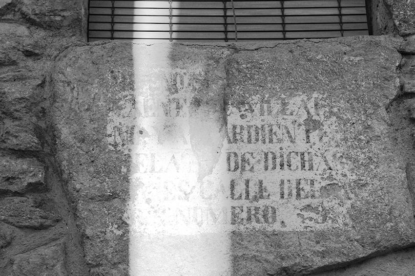 hoyos estritura en pared