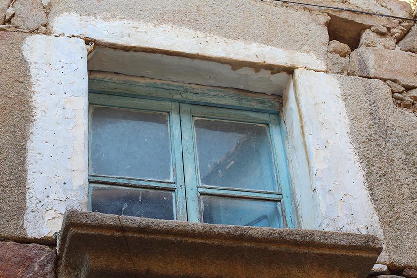 hoyos ventana azul