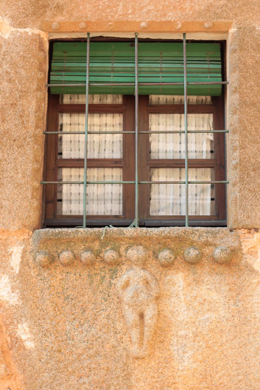 vilasbuenas ventana mujer panzuda