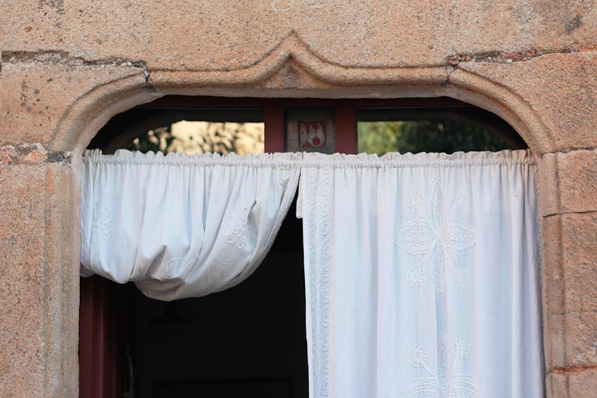 villasbuenas puerta mujer panzuda