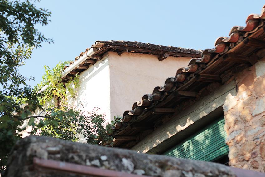 villasbuenas tejado mujer panzuda