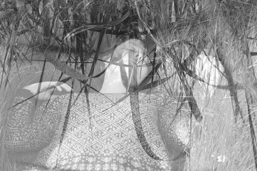 vegaviana charca hiervas invertidas doble exposición bn